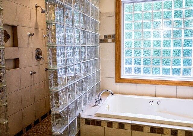 איך לנקות עובש במקלחת