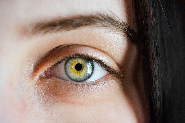 האם הסרת איפור קבוע מסוכן? משאיר סימנים?